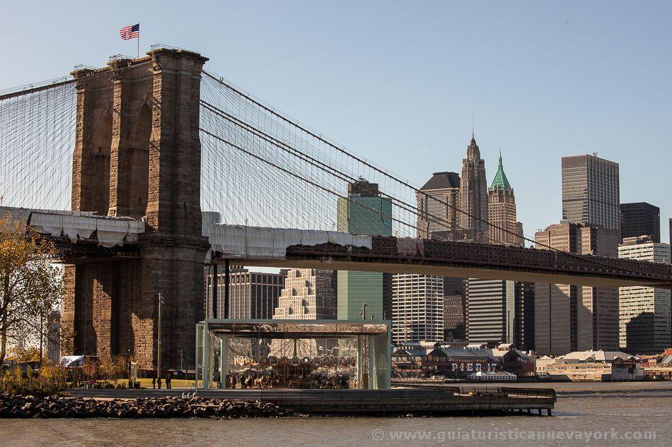 Jane's Carousel y el puente de Brooklyn