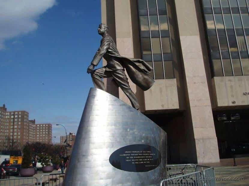 Monumento a Adam Clayton