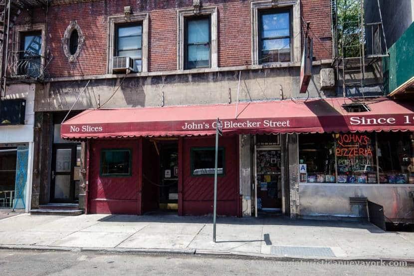 Exterior de John's of Bleecker Street