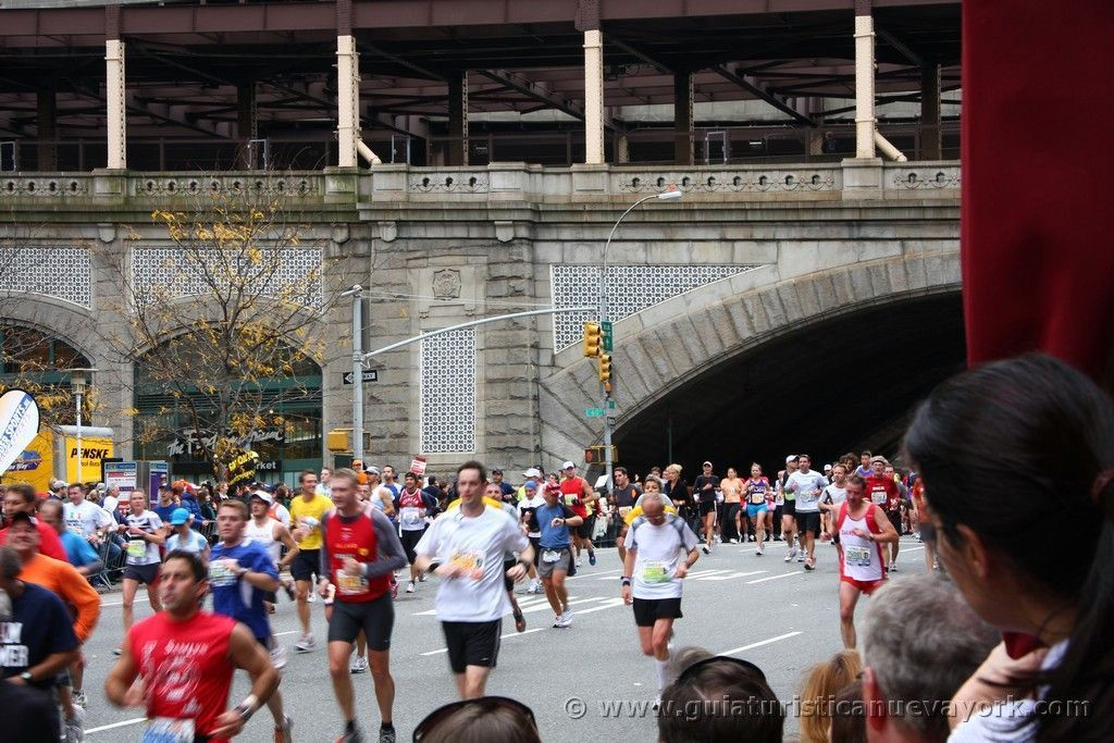 Saliendo del Puente de Queensboro (milla 16)