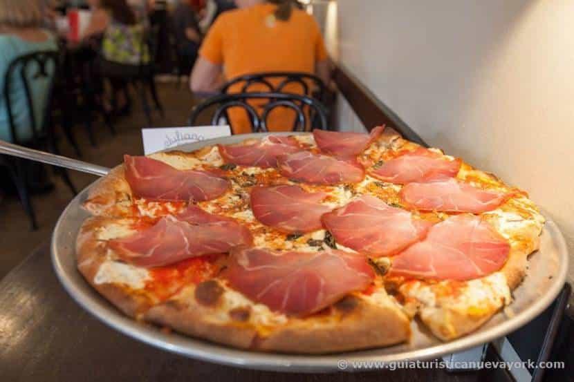 La famosa pizza de Juliana's Pizza