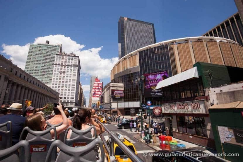 Madison Square Garden desde el bus turístico en Nueva York