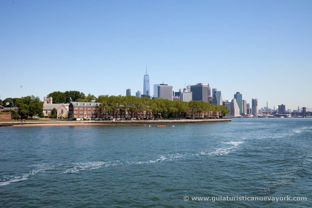 Governors Island y Manhattan desde el Water Taxi
