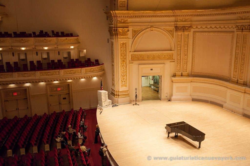 El escenario del Carnegie Hall desde unos palcos