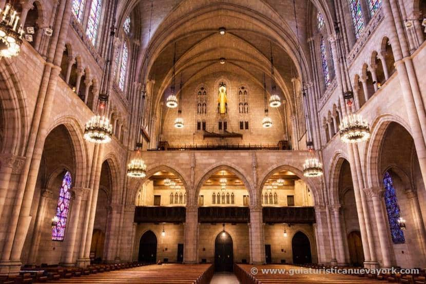 Interior de la iglesia de Riverside