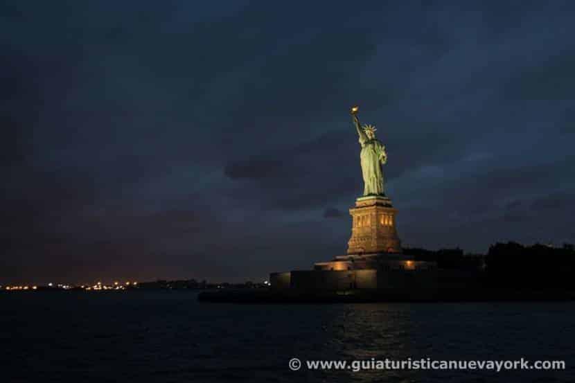 Estatua de la Libertad al atardecer