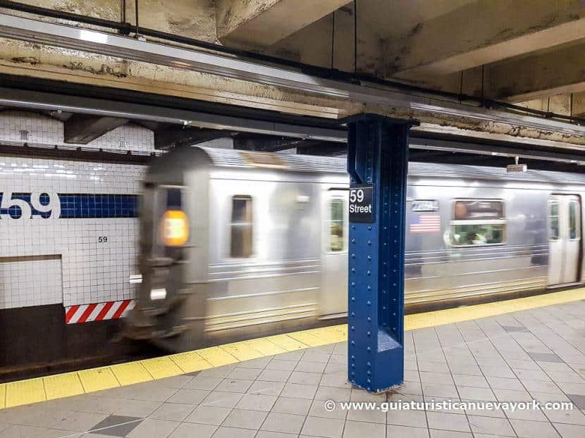 Metro llegando a la estación