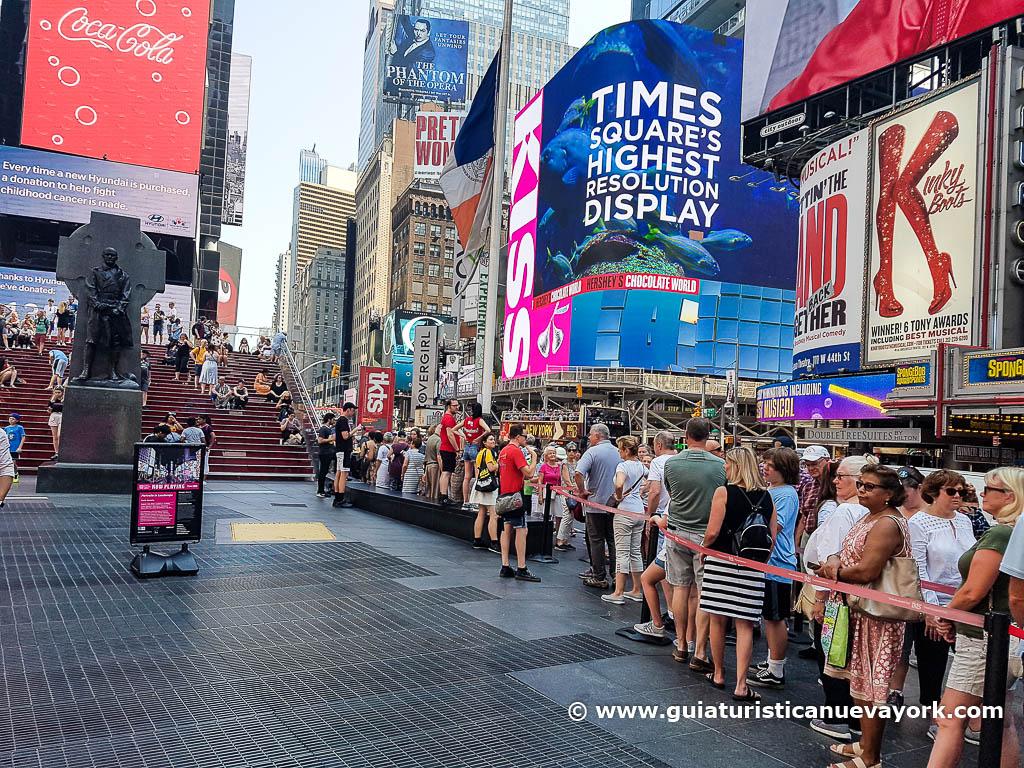 Colas en el TKTS de Times Square