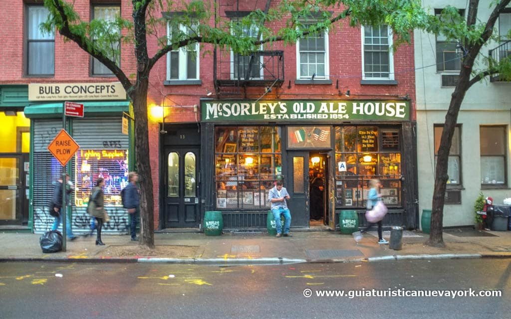 Entrada a McSorley's Old Ale House